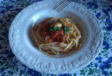 Spaghetti al sugo di cozze e pomodori pelati