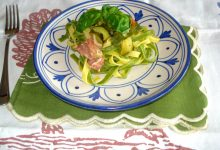 Tagliatelle paglia e fieno alle zucchine
