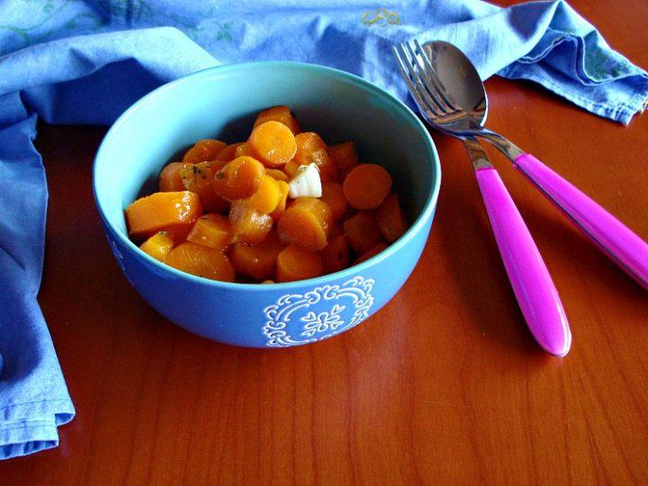 insalata di carote alle erbe aromatihe