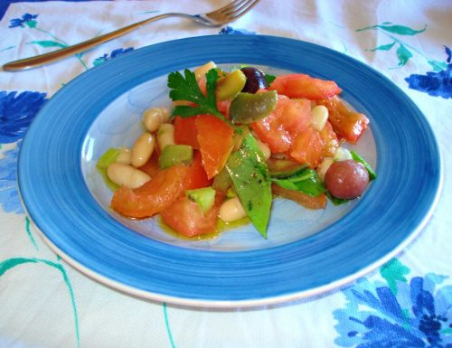 Insalata di fagioli cannellini e pomodori