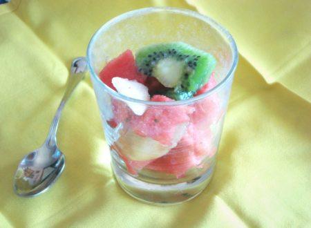 Macedonia di frutta estiva con anguria