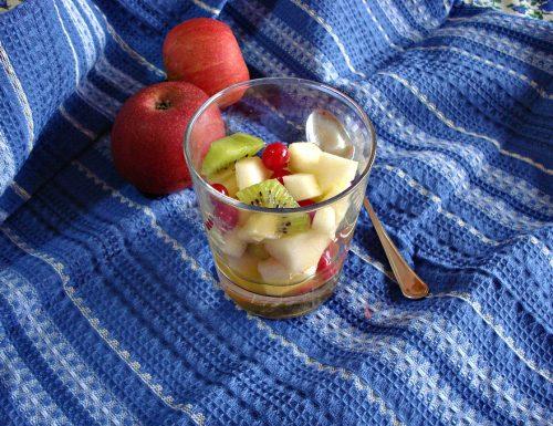 Macedonia di mele annurche kiwi e ribes rosso