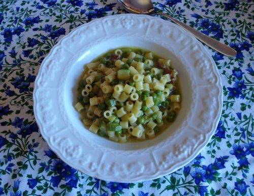 Minestra di pasta piselli e zucchine