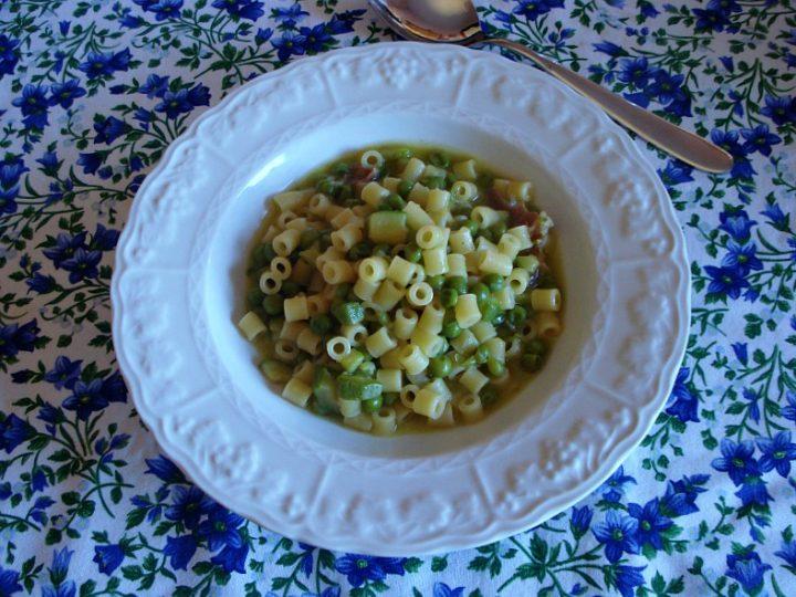 minestra di pasta zucchine e piselli