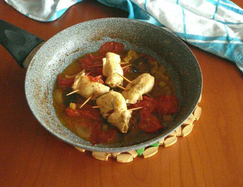Involtini di pollo con pancetta al pomodoro