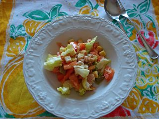 insalata estiva con pomodori tonno lattuga e crostini