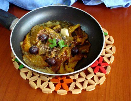 peperoni in padella con olive nere capperi e acciughe