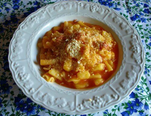 Pasta e patate con salame napoletano