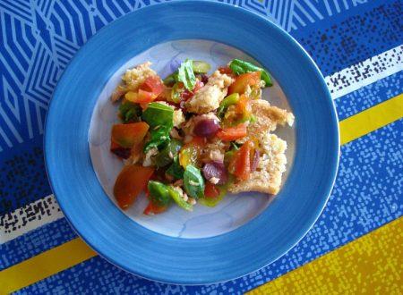 Panzanella con tonno e olive