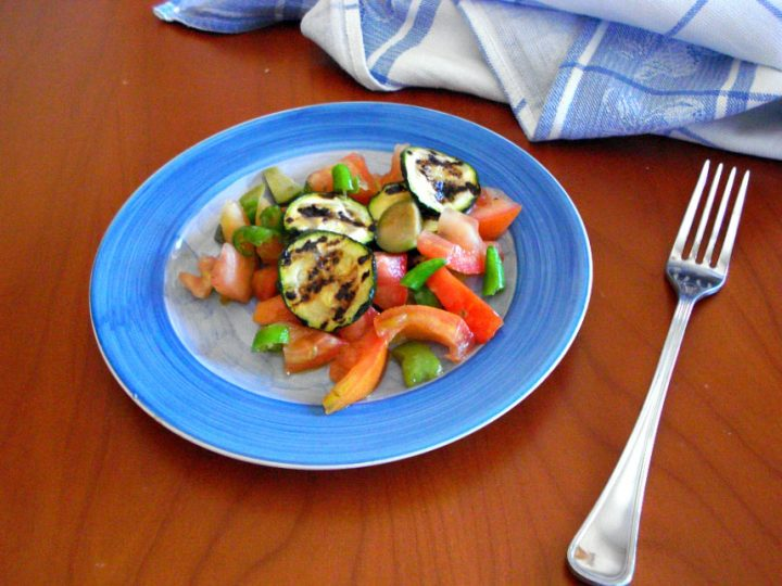 insalata di pomodori e zucchine grigliate