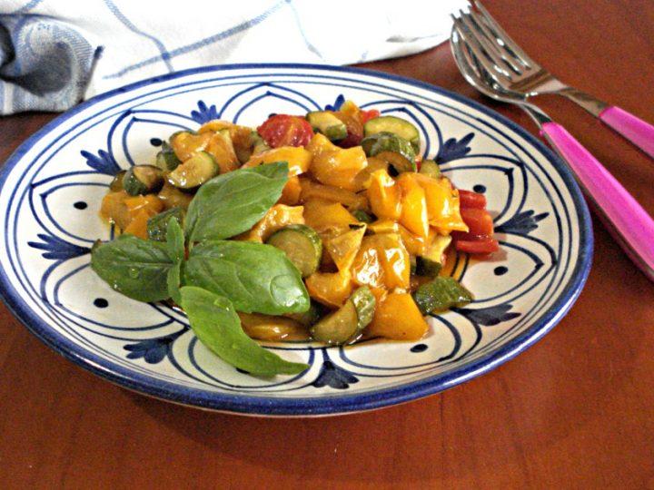 contorno di peperoni e zucchine in padella