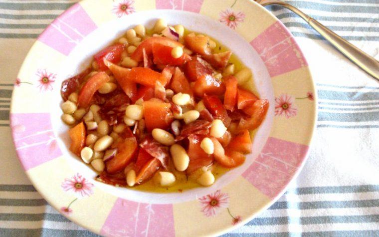 Insalata di fagioli spollichini pomodori e salame