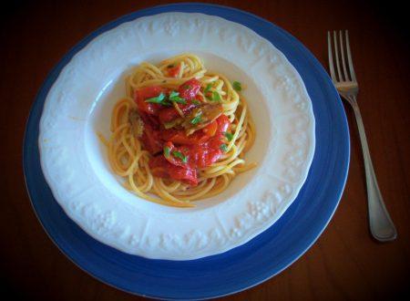 Spaghetti con pomodorini e melanzane sott'olio