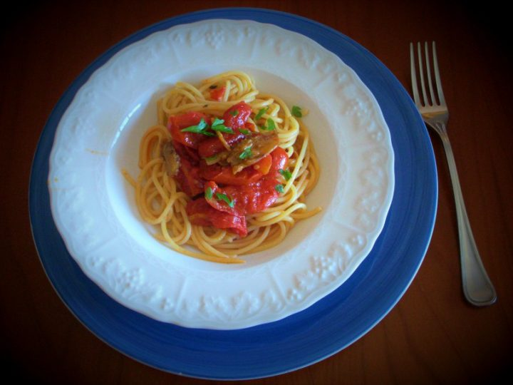 spaghetti ai pomodorini e melanzane sott'olio