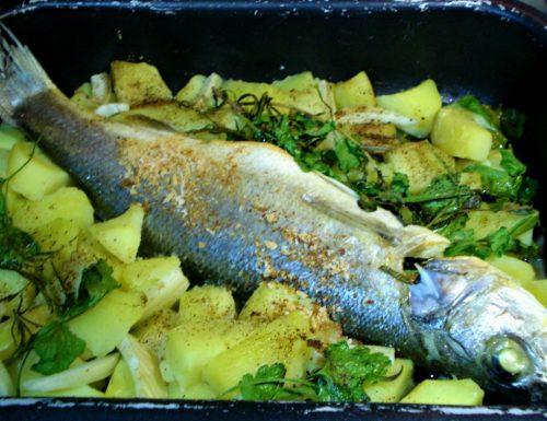 Spigola al forno con patate e finocchi