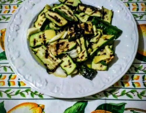 Zucchine alla piastra con aglio e zeste di agrumi