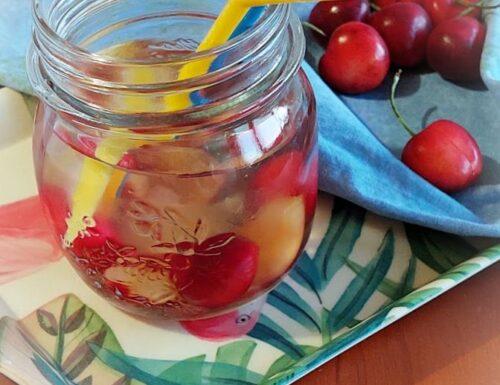 acqua aromatizzata alle ciliegie
