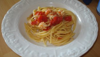 spaghetti al sugo di gamberetti