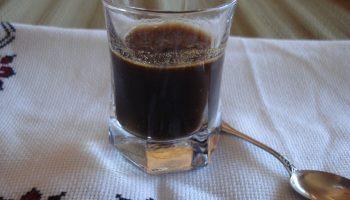 caffè mezzo freddo aromatizzato al cacao