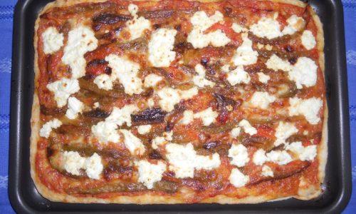 Pizza con crema di peperoni e ricotta