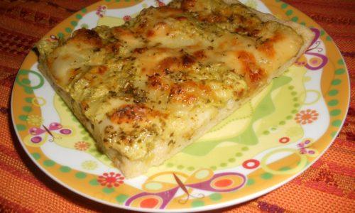 Pizza con  pesto e zucchine