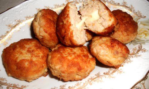 Polpette di carne e patate con cuore di formaggio fuso