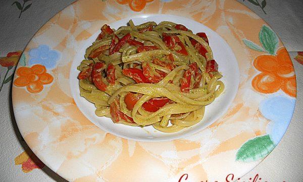 Linguine con peperoni e zucchine al curry