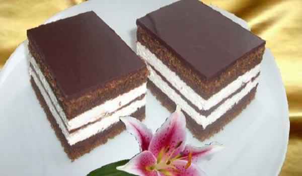 kinder-pingui-cake-served