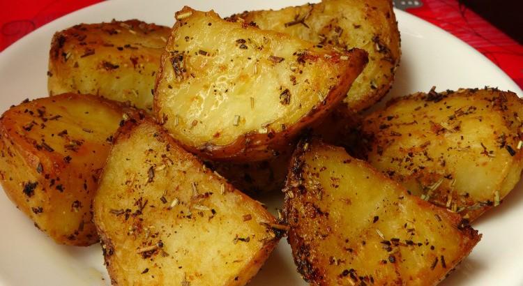 garlic-rosemary-roasted-potatoes-recipe1-750x410