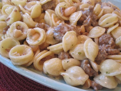 pasta with sausage wagon wheels with artichoke bacon jam 002