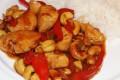 Bocconcini di pollo in agrodolce con anacardi