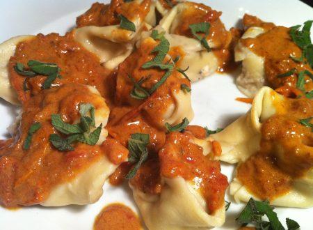 Tortelloni gorgonzola e noci con delicato sughetto