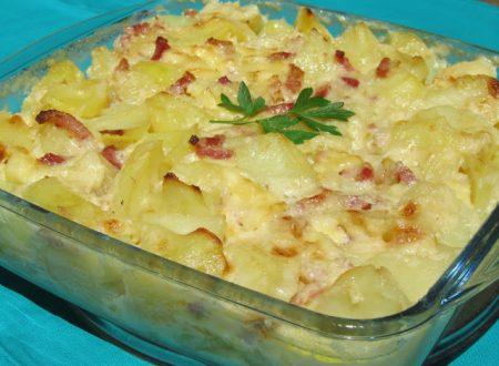 Teglia di patate con prosciutto e formaggio