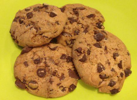 Cookies al burro d'arachidi e gocce di cioccolato