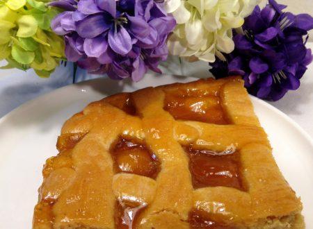 Crostata al miele con confettura di albicocche