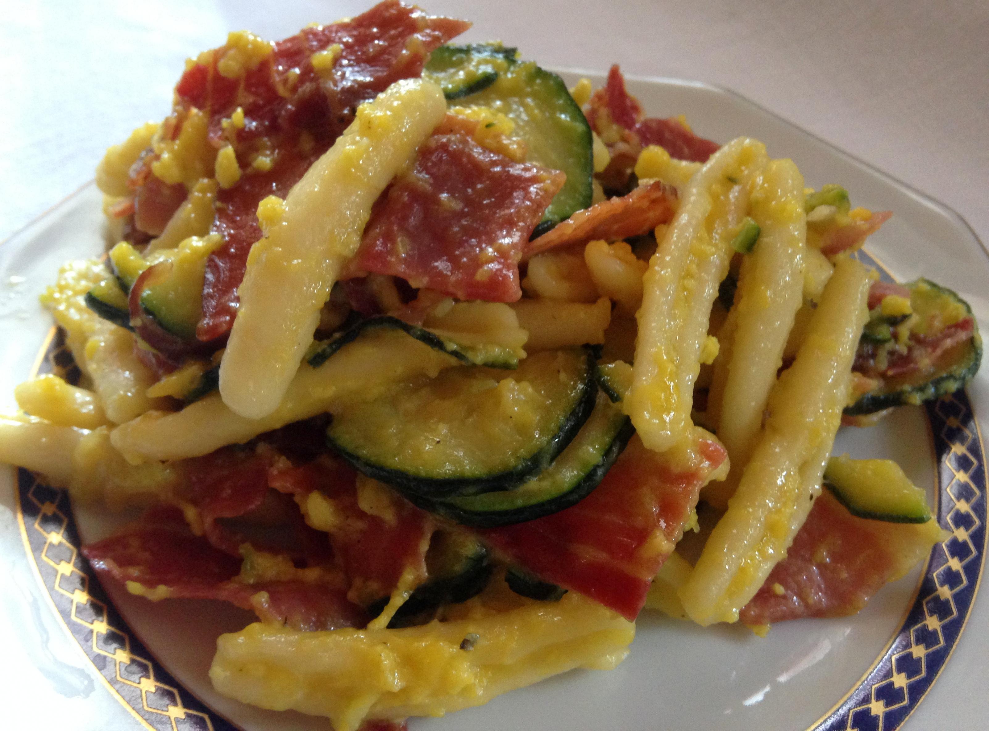 Caserecce alla Crema di Uovo con Zucchine e Prosciutto Crudo