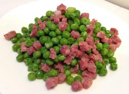 Pisellini stufati con salsiccia