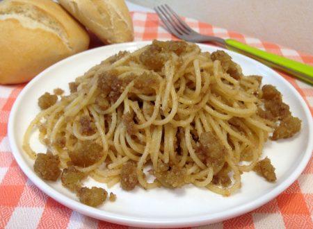 Spaghetti con la mollica e acciughe
