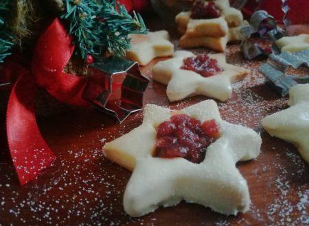 Biscotti di Natale con marmellata di mirtilli rossi