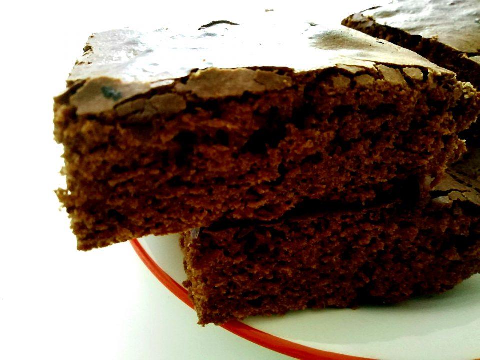 Brownies al cioccolato fondente morbidi e umidi