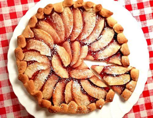 Crostata di mele e marmellata di ciliegie