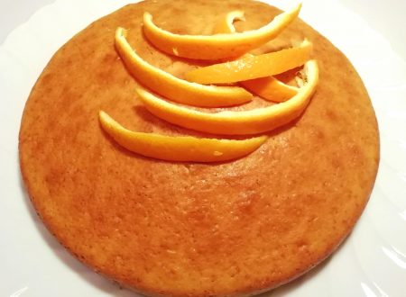 Torta all'arancia umida e profumata