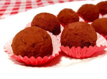 Tartufi al cioccolato e nocciole senza uova