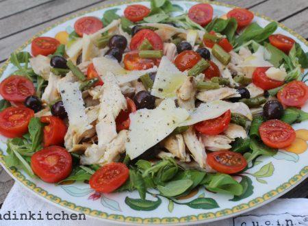 Insalata di pollo con  pomodorini e olive