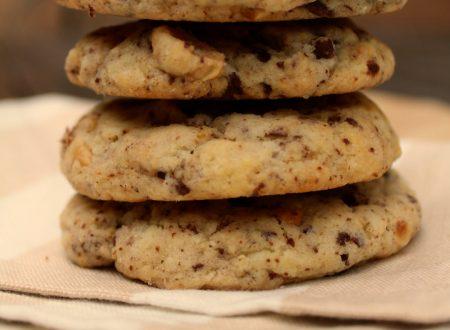 Cookies con pezzi di cioccolato e nocciole
