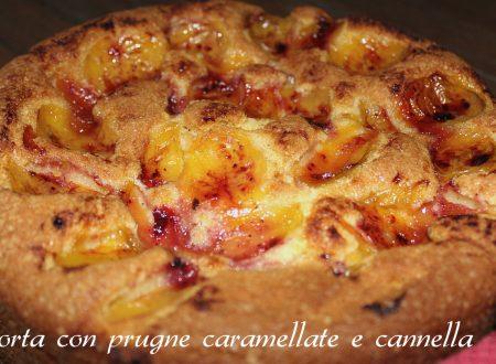 Torta con prugne caramellate e cannella