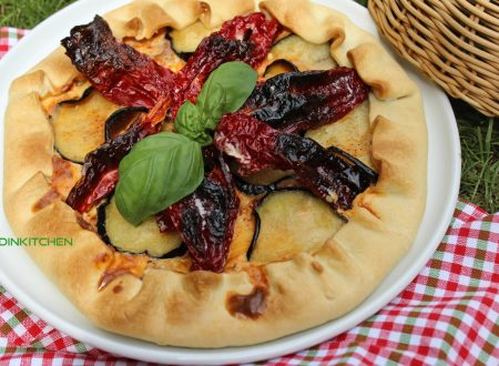 Torta salata con melanzane e peperoni cruschi
