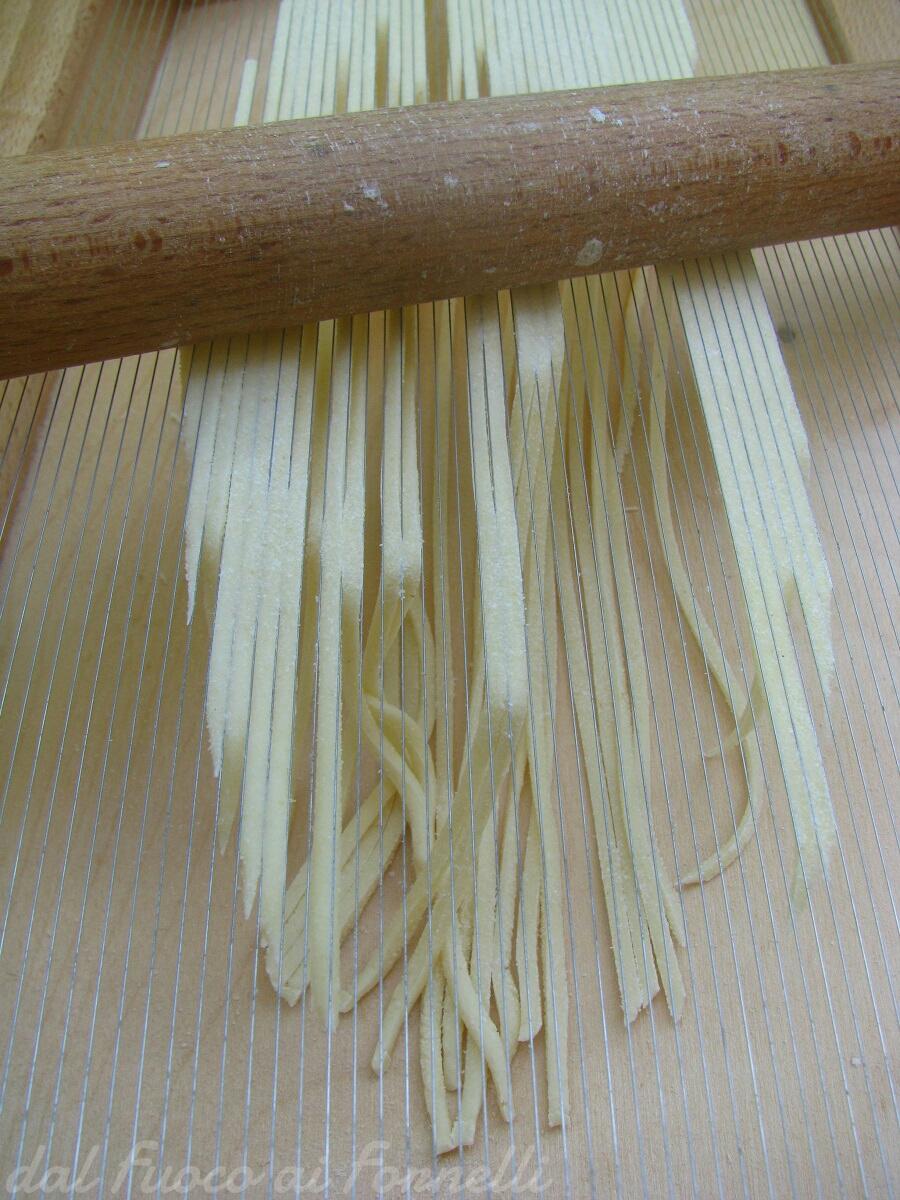 Spaghetti alla chitarra con peperoni, zucchine e noci