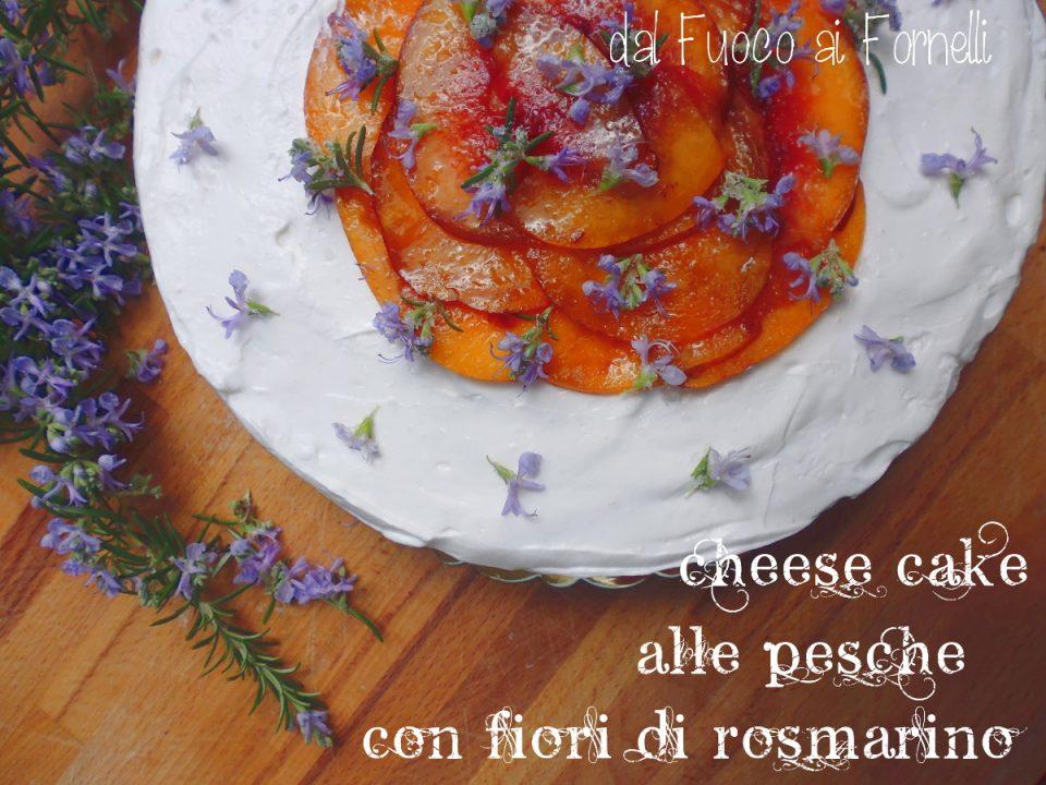 cheesecake alle pesche con fiori di rosmarino