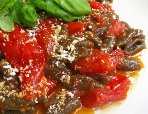 Cavatelli di grano arso con pomodorini e basilico